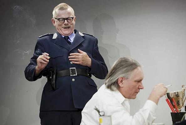 René Peier als Polizeibeamter in 'Loch im Herz', 2010 Sogar Theater, Zürich & Gastspiele04