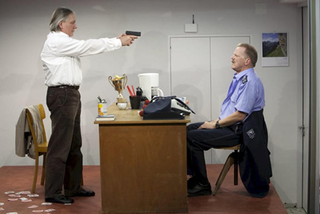 René Peier als Polizeibeamter in 'Loch im Herz', 2010 Sogar Theater, Zürich & Gastspiele07
