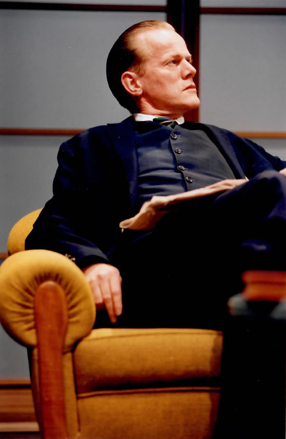 René Peier spielt Dr. Thoss in 'Stum im Wasserglas', Hechtplatztheater Zürich